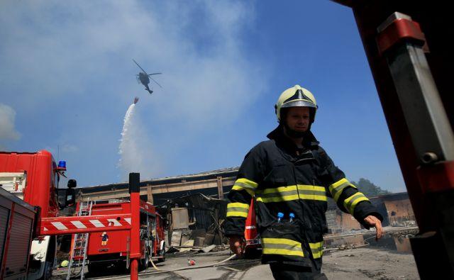 Požar v obratu za predelavo odpadkov Ekosistemi Zalog 21.7.2017 [požar,gasilci,ekosistemi]