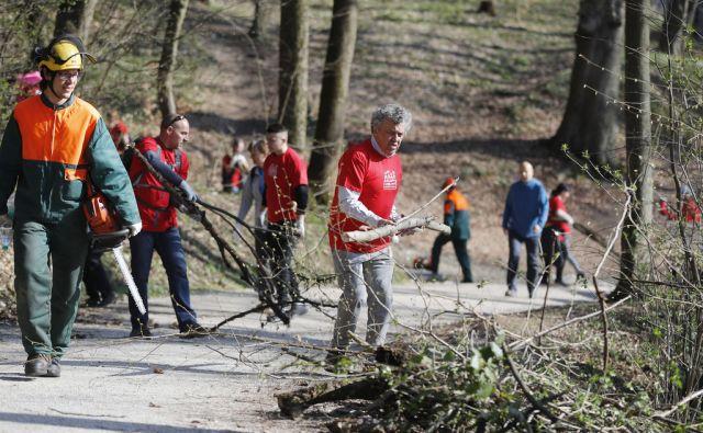 Društvo zelenih nadzornikov Ljubljana in predsednik Janez Koželj na akciji čiščenja parkovnega gozda v Tivoliju. Ljubljana, 7. april 2018