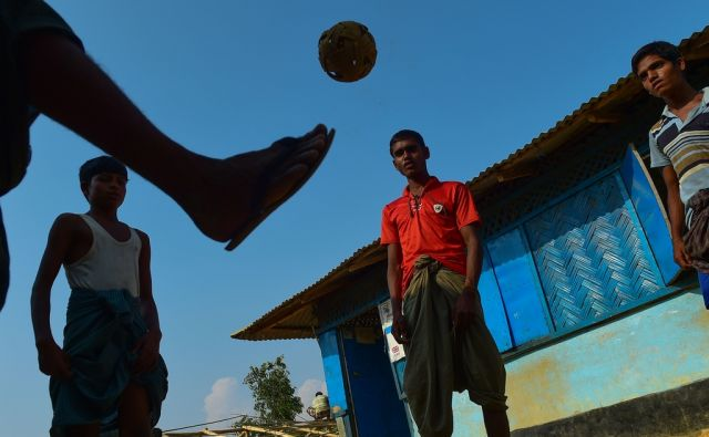TOPSHOT-BANGLADESH-MYANMAR-UNREST-ROHINGYA-REFUGEE