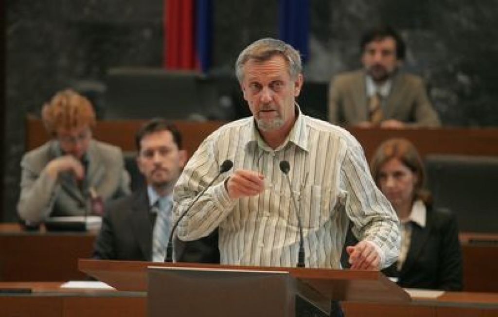 Matjaž Hanžek ostaja predsednik stranke TRS