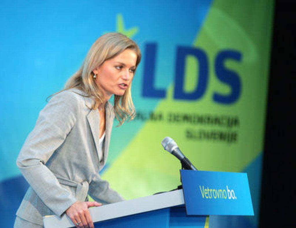Kresalova odstopila, LDS ostaja v vladi