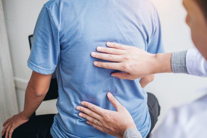 Gibanje oziroma premikanje hrbtenice je zgolj ena od funkcij obhrbteničnih mišic. FOTO: Shuttestock