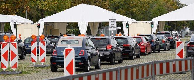 Testiranja na okužbe v Stuttgartu. FOTO: Thomas Kienzle/AFP