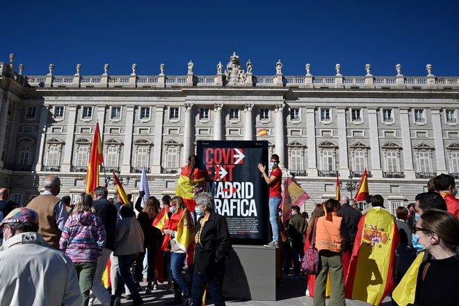 Skrajna desničarska stranka Vox je včeraj organizirala protesteproti vladi premiera Pedra Sancheza. FOTO:Gabriel Bouys/AFP
