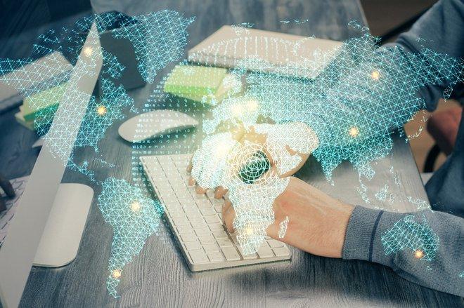 SPIRIT Slovenija izvaja vrsto spletnih seminarjev (webinarjev) z različnimi vsebinami za tuje investitorje. Foto: AdobeStock.com