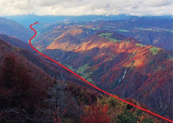 Idrijski prelom je z vrha Hudournika dobro viden. FOTO: Anja Intihar