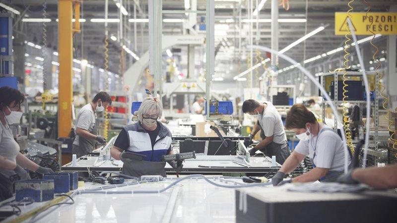 Fotografija: Predelovalna industrija ostaja najbolj optimistični del slovenskega gospodarstva. FOTO: Jure Eržen/Delo