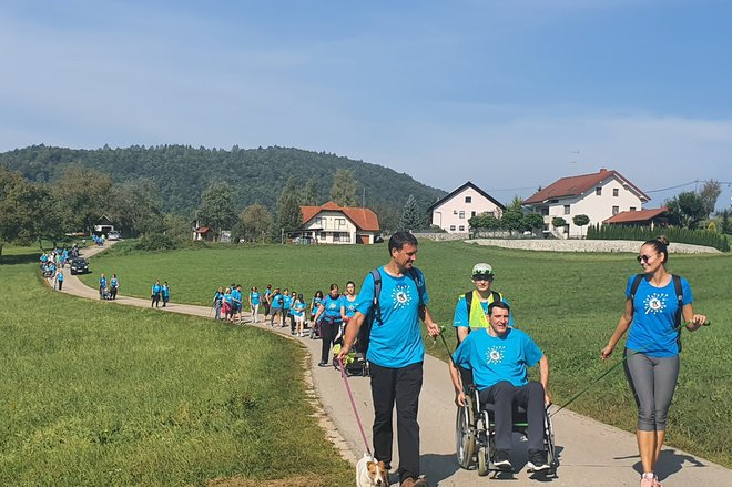 V okviru drugih akcij bodo gluhi imeli priložnost pomagati vleči invalidski voziček v klanec, spremljati nevrorazlične AMA in slepe. FOTO: arhiv PIN OPP
