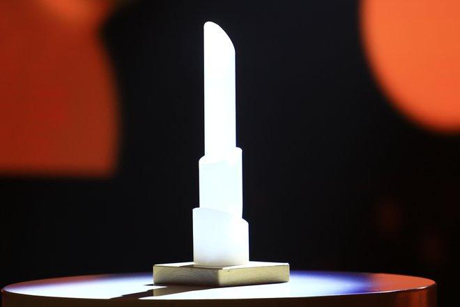 Prestižni kipec, ki ga prejme Delova podjetniška zvezda. FOTO: Tomi Lombar/Delo