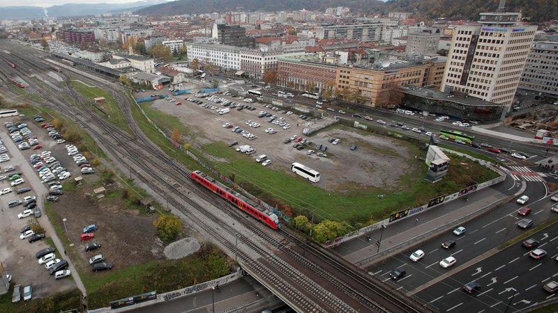 Fotografija: Za velike in zelo dolgoročne naložbe bi država potrebovala namenski vir – infrastrukturni sklad. FOTO: Mavric Pivk/Delo
