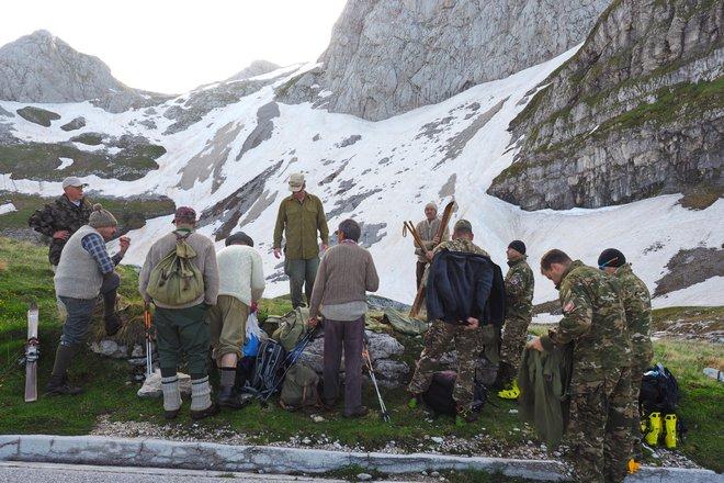 Vojake so za dokumentarni film zaigrali smučarski veterani iz Bovca ter pripadniki 132. gorskega polka in centra odličnosti za bojevanje v gorah.FOTO: arhiv Chrisa Anthonyja