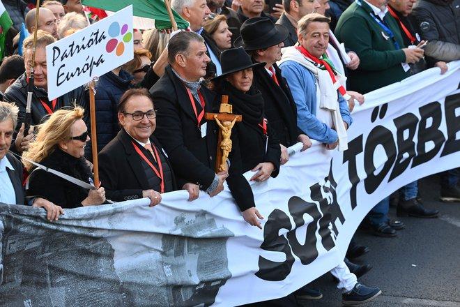 V Budimpešti zborovanji privržencev in nasprotnikov Orbana